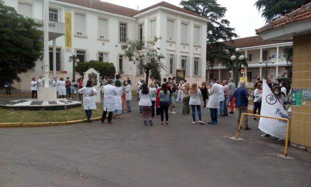 Reclamo y movilización de personal de la salud del Hospital Tornú