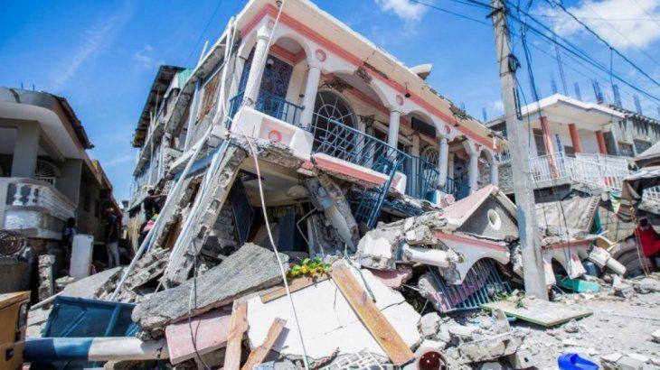 Colecta de donaciones para ayudar en Haití, tras el terremoto y el huracán sufrido